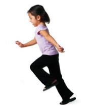 gyerek mozgás közben - kiegyensúlyozott mozgás