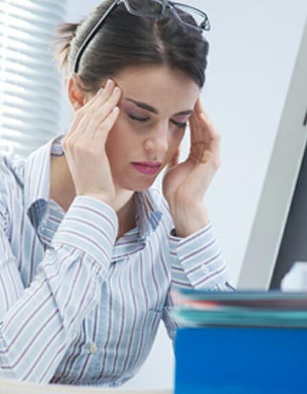 Fáradtságban és kimerültségben szenvedő nő
